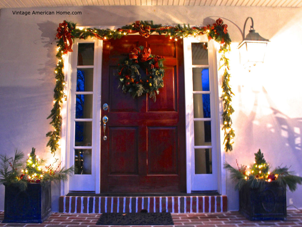 Decorating the outside of your house for christmas for Outer decoration of house
