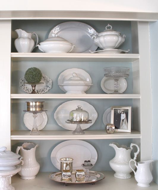 Ideas for decorating shelves vintage american home for Shelf decor items