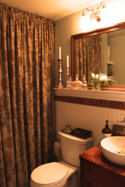 Decorating Ideas from Vintage American Home blog bathroom