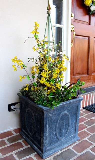 Spring decorating is here vintage american home for Planter ideas for front of house