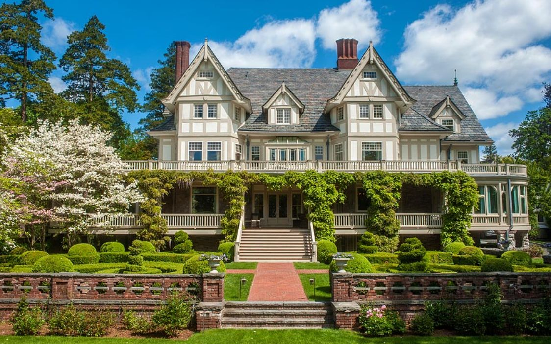 Tour 10 country estate mansions vintage american home for Builders in connecticut
