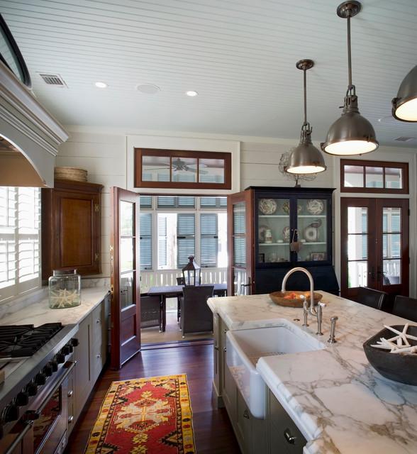 Tour the best coastal cottages on Vintage American Home blog